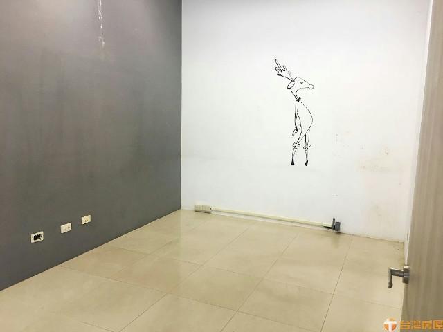 挑高文武商店辦,新北市泰山區仁愛路